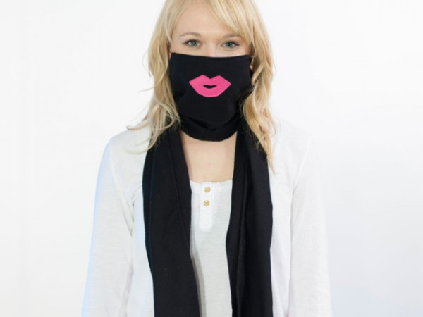 Scough-Black-Flannel-Pink-Lips-640x640